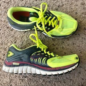 Brooks Glycerin 11 size 7.5 yellow sneakers
